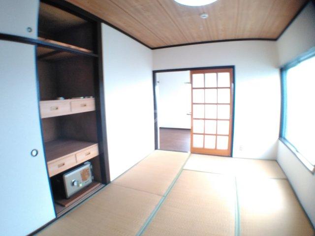 ホワイトキャスル 302号室の居室