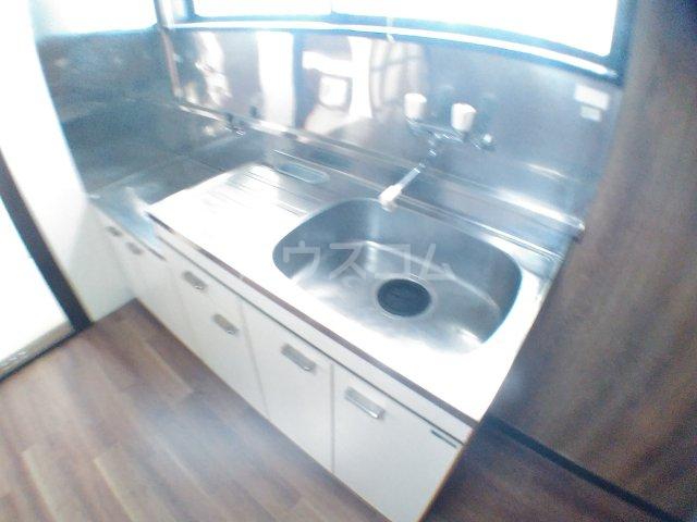 ホワイトキャスル 302号室のキッチン