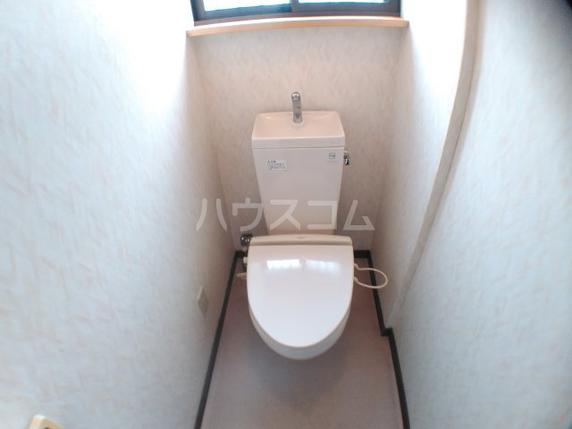 ホワイトキャスル 302号室のトイレ