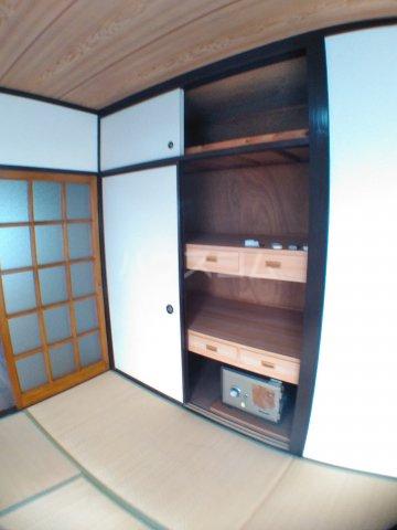 ホワイトキャスル 302号室の収納