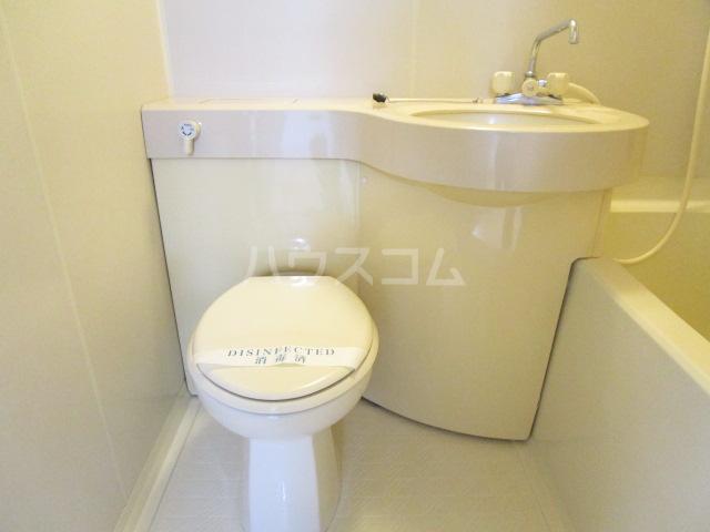 QU館 E号室の洗面所