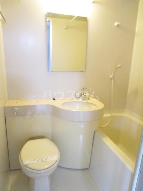 QU館 E号室のトイレ