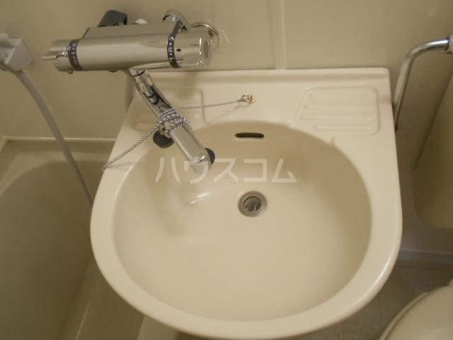 バラオリトウ 101号室の洗面所