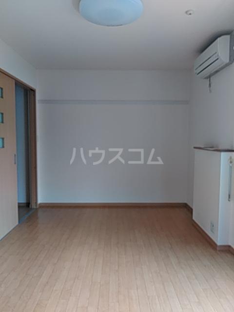 ディアコート日吉 202号室のリビング