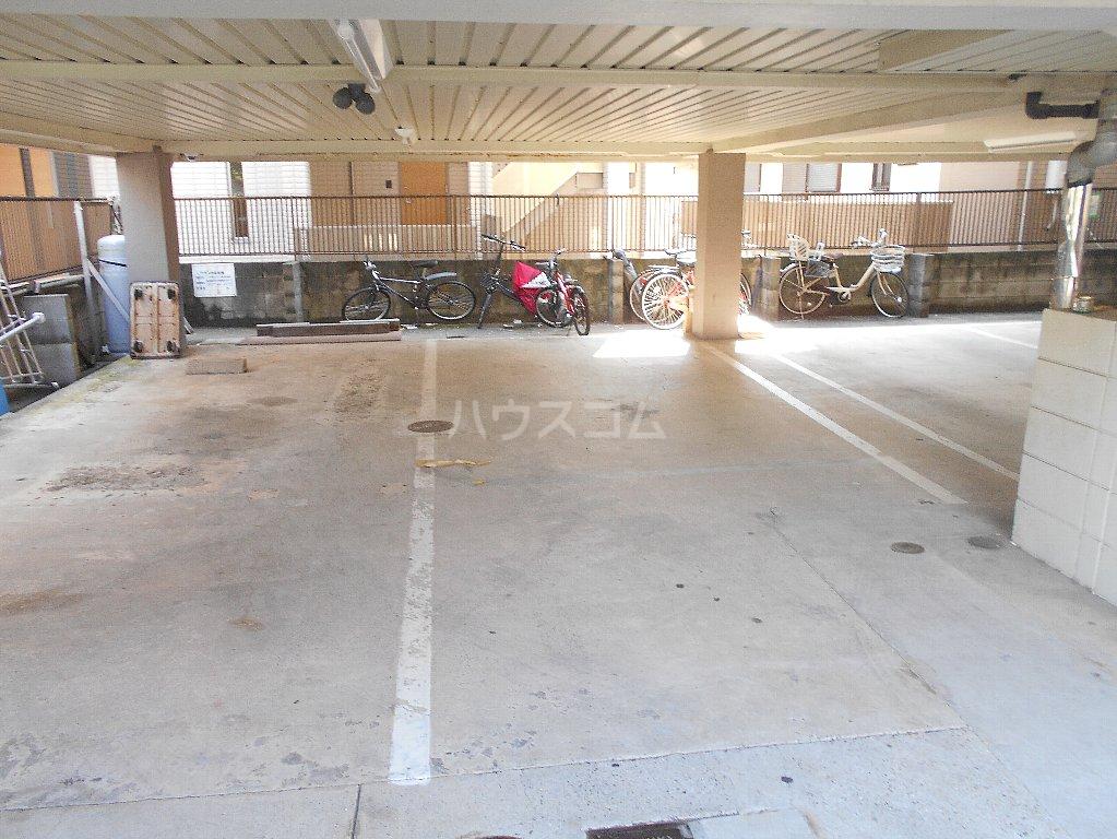 湘南マンション 303号室の駐車場