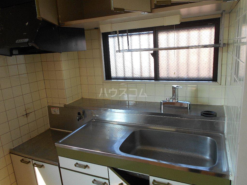 湘南マンション 303号室のキッチン