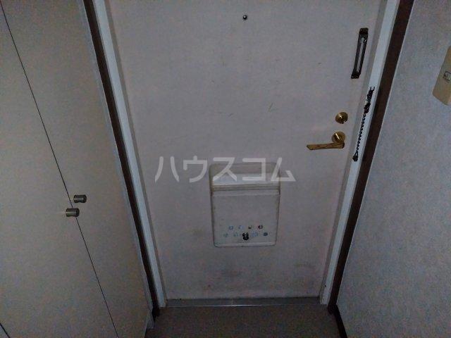 共立リライアンス福生駅前 103号室の玄関