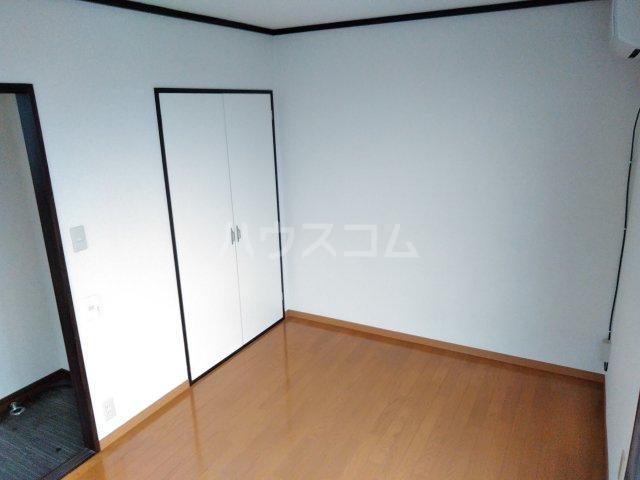 コスモスハイツ 205号室のリビング