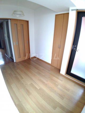 ビラ・デ・ローゼ 202号室の居室