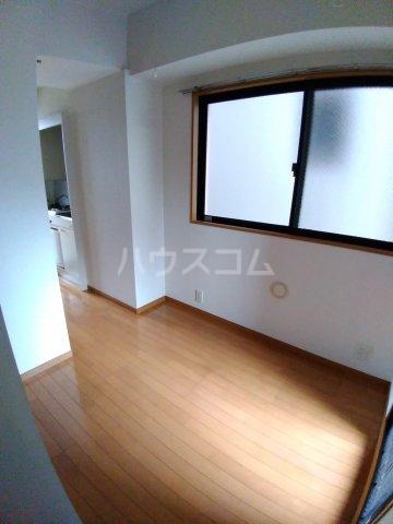 ビラ・デ・ローゼ 202号室のリビング
