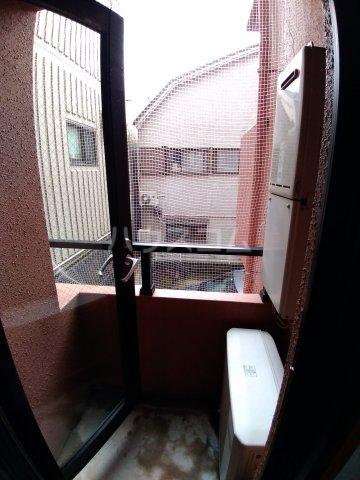ビラ・デ・ローゼ 202号室のバルコニー