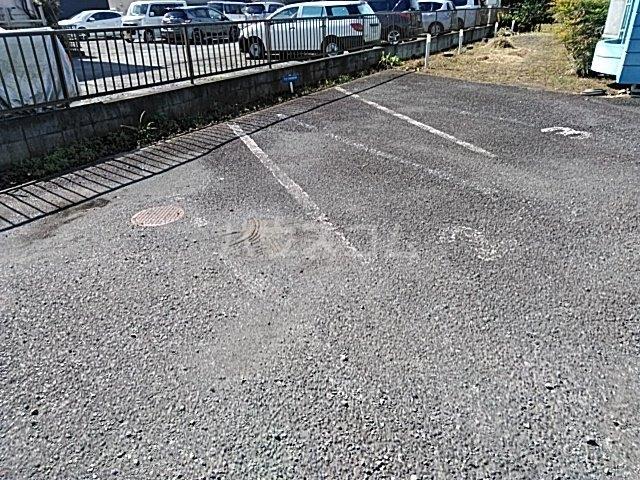 ウィーンハイツ 101号室の駐車場
