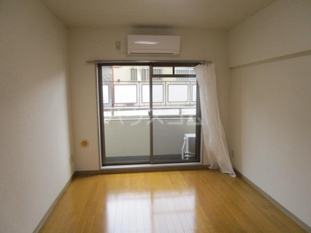 ヒルハウスコンフォート2 306号室のリビング