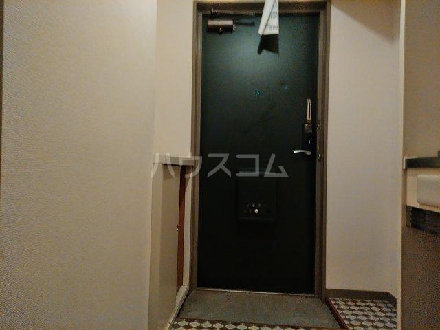 メゾンシャレー 103号室の玄関