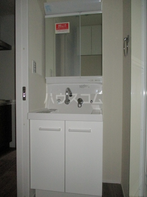 レラ武蔵新城 102号室の洗面所