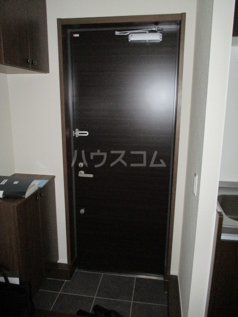 レラ武蔵新城 102号室の玄関