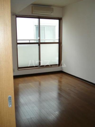 コートハウスⅢ 201号室のリビング