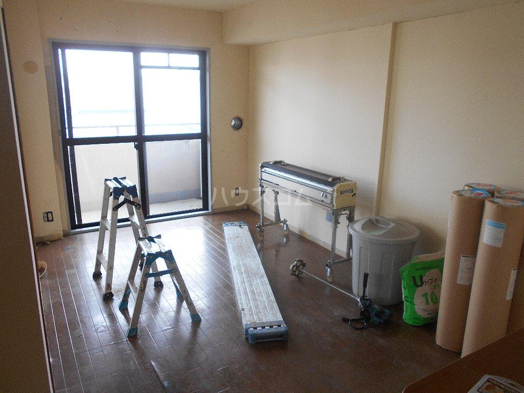 クレアージュ大倉山 401号室のリビング