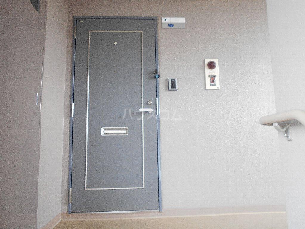 クレアージュ大倉山 401号室の玄関