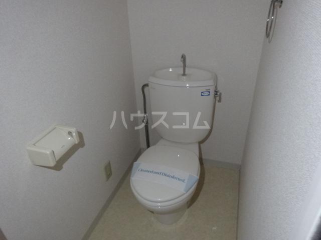 レジデンス・ド・グランルノン 101号室のトイレ
