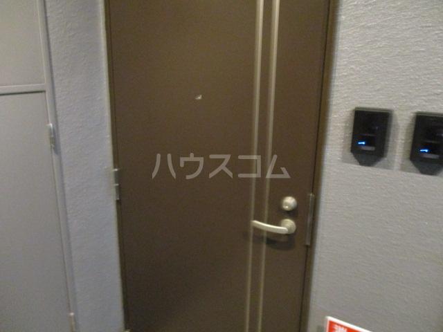 ブロッサムテラス池上 302号室の玄関
