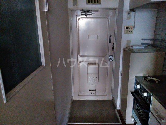 ニュー木原山ロッヂ 303号室の玄関