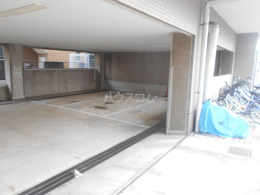 ラフォーレ大倉山 102号室の駐車場