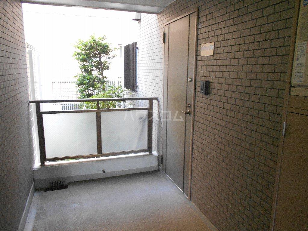 ラフォーレ大倉山 102号室のバルコニー