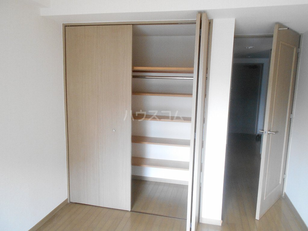 ラフォーレ大倉山 102号室の収納