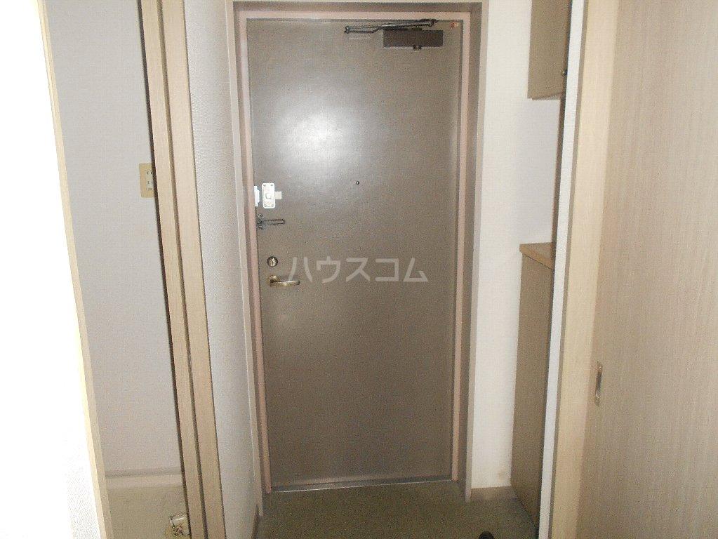 ラフォーレ大倉山 102号室の玄関