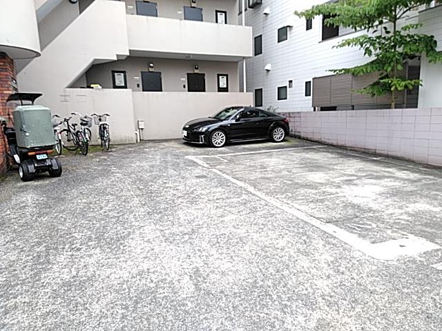 ポイントリューズ 202号室の駐車場