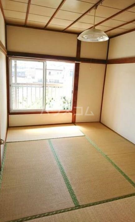 長栄荘 202号室のリビング