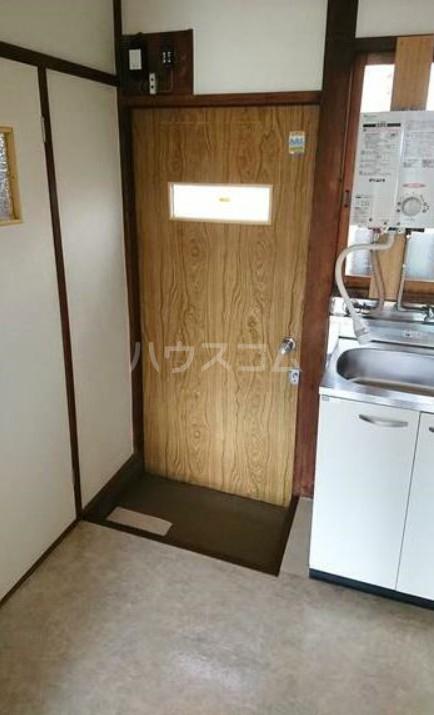 長栄荘 202号室の玄関