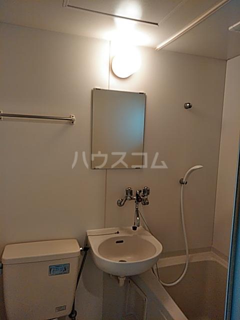 ヴィラ・アマデウス 103号室の洗面所