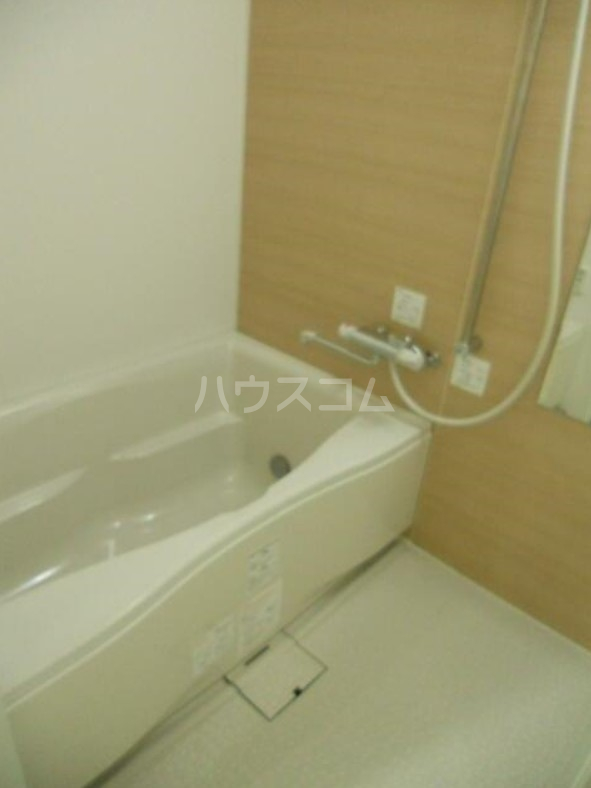 ディアレンス横濱沢渡  605号室の風呂