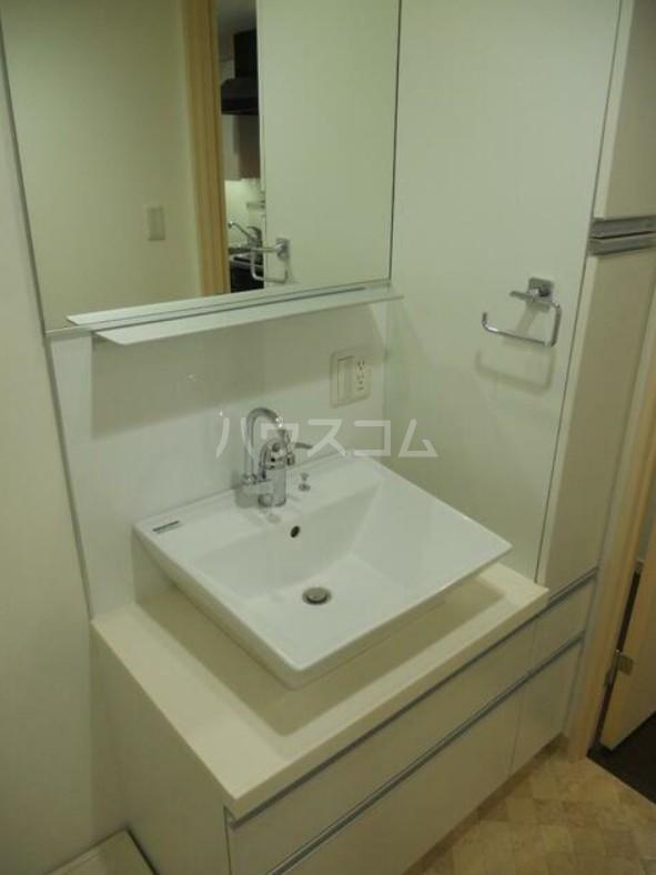 ディアレンス横濱沢渡  605号室の洗面所
