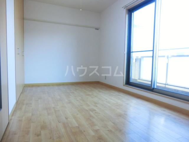 マ・メゾン大倉山 108号室のリビング