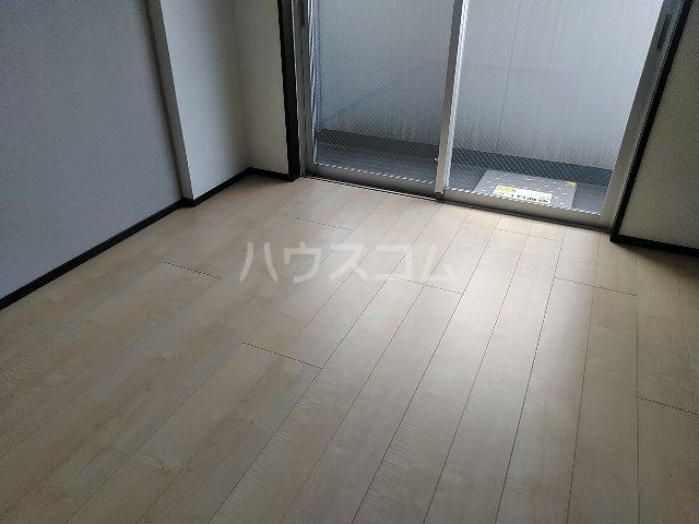 ジェノヴィア川崎駅グリーンヴェール 1103号室のリビング