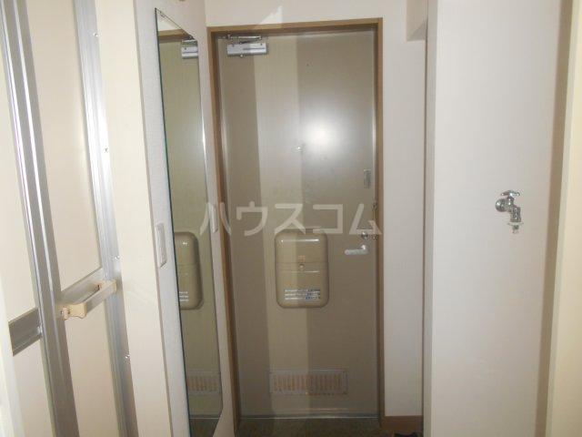 メゾンボヌール菊名 D-101号室の玄関