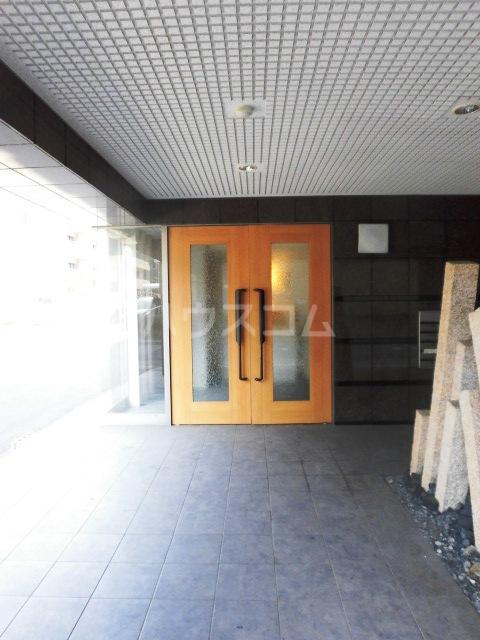 ディアコートA 402号室の玄関
