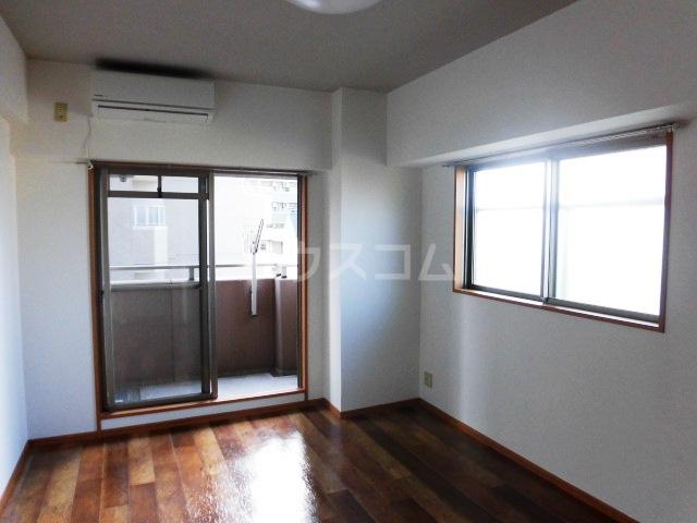 ディアコートA 402号室の居室