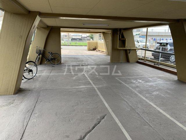 中駒コーポ富田 602号室の駐車場