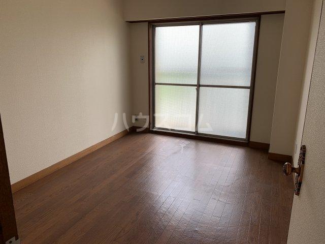中駒コーポ富田 602号室のリビング