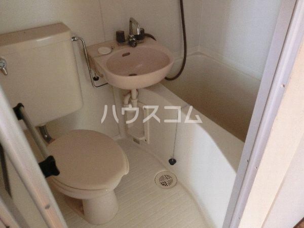 シャンブール自由が丘 301号室のトイレ