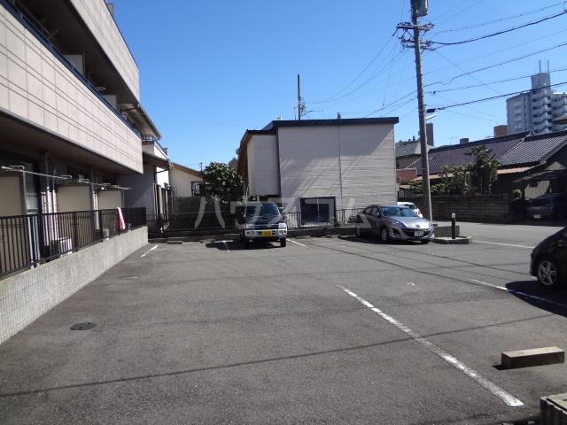 ヘーベルエスパスⅤ B 301号室の駐車場