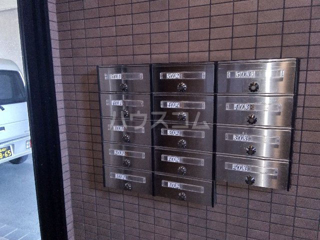 AMOUR MIWA 302号室の駐車場