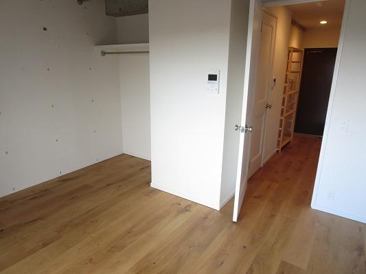旗ヶ岡アパートメント 703号室のリビング