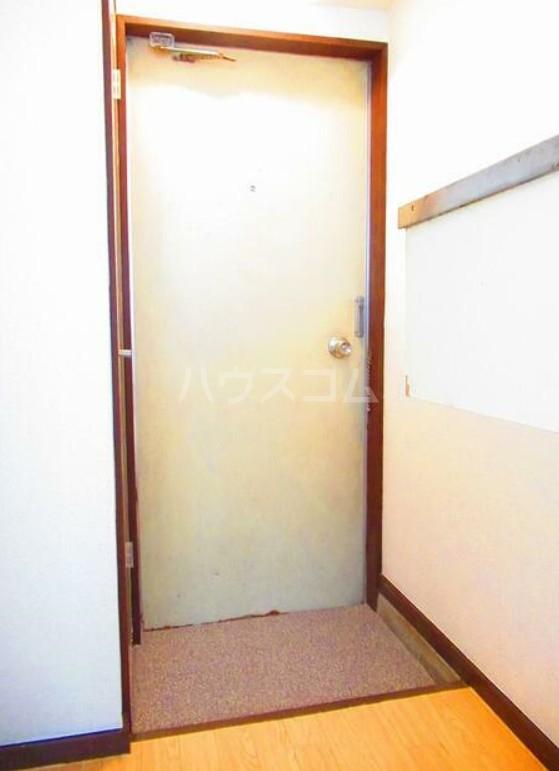 ハイテラス石川台 B205号室の玄関