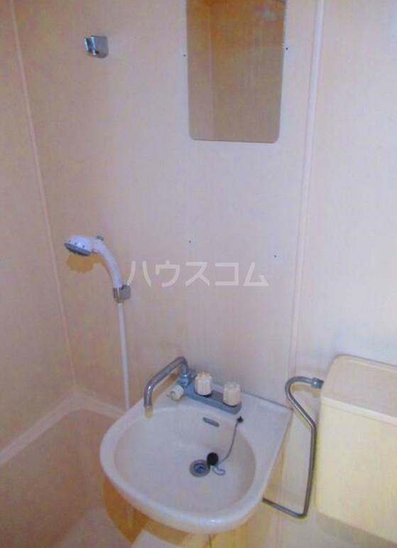 ハイテラス石川台 B205号室の洗面所