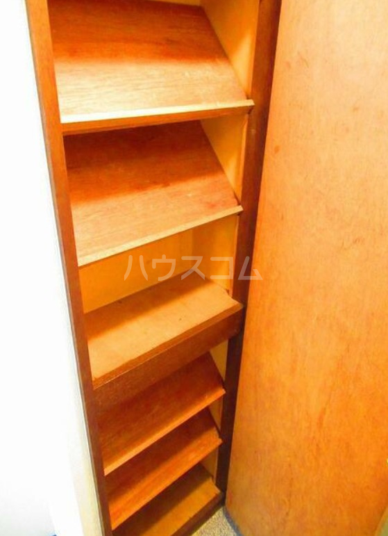 ハイテラス石川台 B205号室の収納